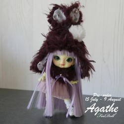 Preorder hat and shoulder cover purple for Agathe